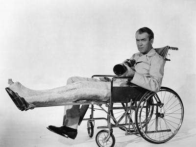 REAR WINDOW, 1954 directed byALFRED HITCHCOCK James Stewart (b/w photo)