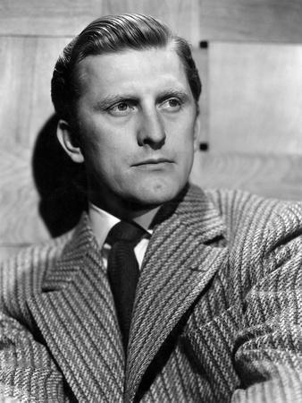 La Griffe du passe OUT OF THE PAST by JacquesTourneur with Kirk Douglas, 1947 (b/w photo)