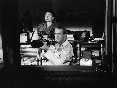 REAR WINDOW, 1954 directed byALFRED HITCHCOCK Thelma Ritter and James Stewart (b/w photo)