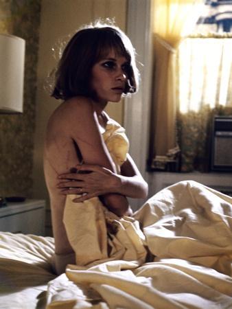 ROSEMARY'S BABY, 1968 directed by ROMAN POLANSKI Mia Farrow (photo)