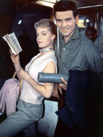 MONPTI, 1957 directed by HELMUT KAUTNER Romy Schneider and Horst Buccholz (photo)