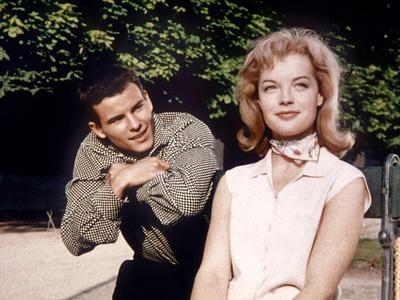MONPTI, 1957 directed by HELMUT KAUTNER Horst Buccholz and Romy Schneider (photo)