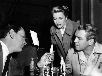 REAR WINDOW, 1954 directed byALFRED HITCHCOCK On the set, Wendell Corey, Grace Kelly and James Stew