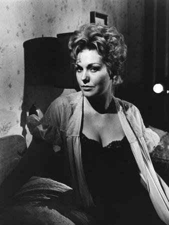 MIDDLE OF THE NIGHT, 1959 directed by DELBERT MANN Kim Novak (b/w photo)