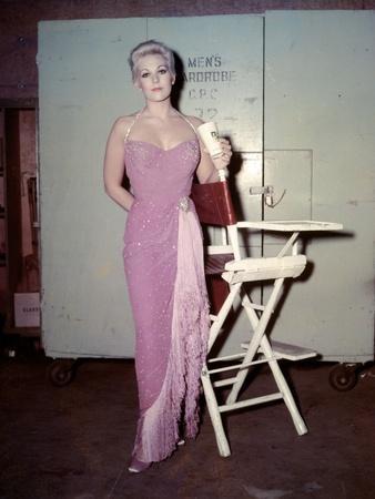 PAL JOEY, 1957 directed by GEORGE SIDNEY On the set, Kim Novak (photo)