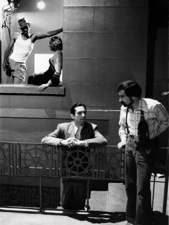 NEW-YORK NEW-YORK, 1980 directed by MARTIN SCORSESE On the set, Robert by Niro and his director Mar