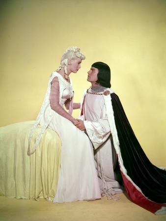 PRINCE VALIANT, 1954 directed by HENRY HATHAWAY Janet Leigh and Robert Wagner (photo)