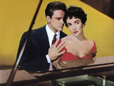 RHAPSODY, 1954 directed by CHARLES VIDOR John Ericson and Elizabeth Taylor (photo)