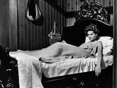 RIO BRAVO, 1959 directed by HOWARD HAWKS (b/w photo)