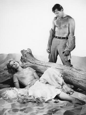 PICNIC, 1956 directed by JOSHUA LOGAN Kim Novak and William Holden (b/w photo)
