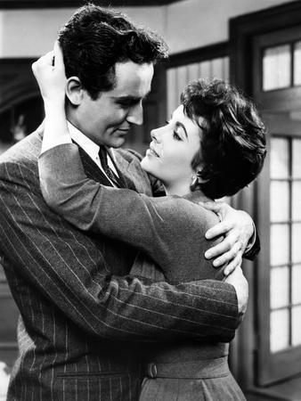 RHAPSODY, 1954 directed by CHARLES VIDOR Vittorio Gassman / Elizabeth Taylor (b/w photo)