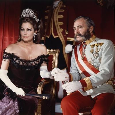 MAYERLING, 1968 directed by TERENCE YOUNG James Mason and Ava Gardner (photo)