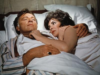 Les Comediens THE COMEDIANS by PeterGlenville with Elizabeth Taylor and Richard Burton, 1967 (photo