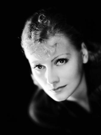 THE KISS, 1929 directed by JACQUES FEYDER Greta Garbo (b/w photo)