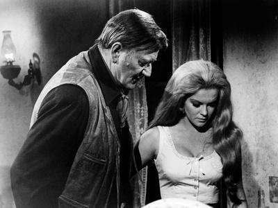 Les Voleurs by Trains THE TRAIN ROBBERS by BurtKennedy with John Wayne and Ann-Margret, 1973 (b/w p