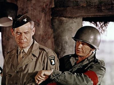 THE DIRTY DOZEN, 1967 directed by ROBERT ALDRICH Robert Ryan and Charles Bronson (photo)