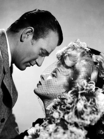 Les Ecumeurs THE SPOILERS by Ray Enright with John Wayne and Marlene Dietrich, 1942 (b/w photo)