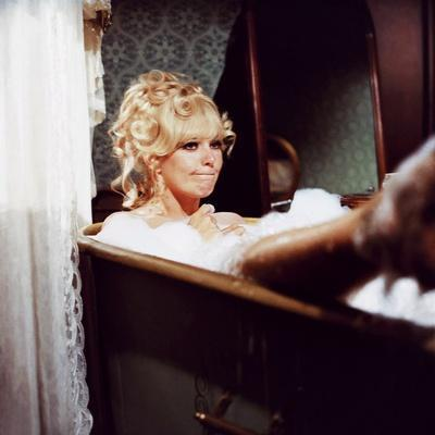 THE GREAT BANK ROBBERY, 1969 directed by HY AVERBACK Kim Novak (photo)