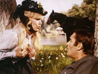 THE GREAT BANK ROBBERY, 1969 directed by HY AVERBACK Kim Novak and Clint Walker (photo)