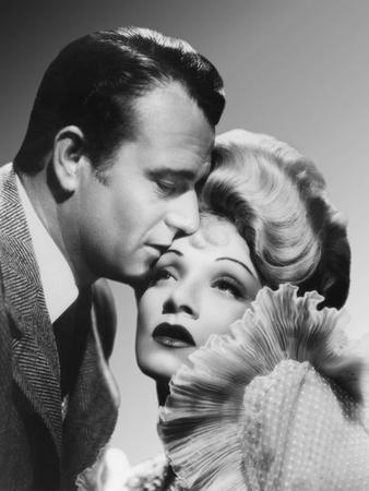 Les Ecumeurs THE SPOILERS by Ray Enright with John Wayne and Marlene Dietrich, 1942 (photo)