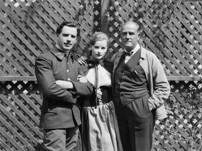 Le realisateur Victor Sjostrom, Greta Garbo and Lars Hanson sur le tournage du film The Divine Woma