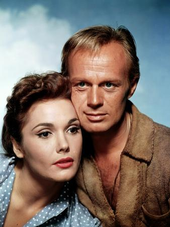 THE LAST WAGON, 1956 directed by DELMER DAVES Felicia Farr and Richard Widmark (photo)
