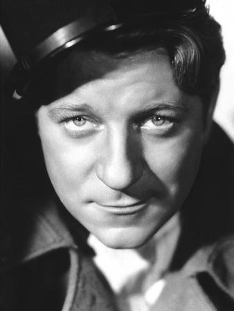 QUAI DES BRUMES, 1938 directed by MARCEL CARNE Jean Gabin (b/w photo)
