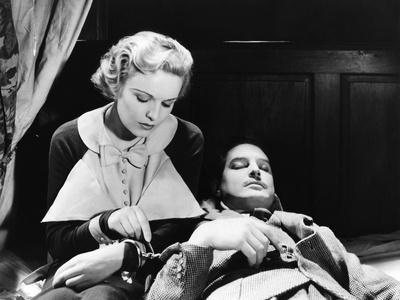 THE 39 STEPS, 1935 directed by ALFRED HITCHCOCK Madeleine Carroll / Robert Donat (b/w photo)