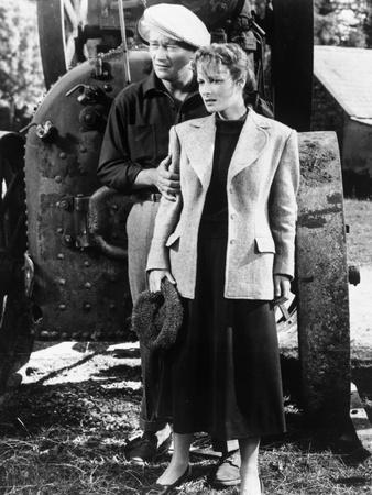 L' Homme Tranquille THE QUIET MAN by JohnFord with John Wayne and Maureen O'Hara, 1952 (b/w photo)
