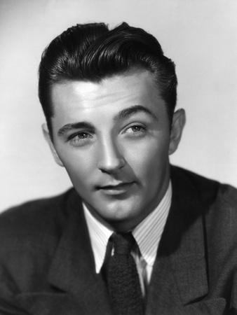 ROBERT MITCHUM, 1943 (b/w photo)