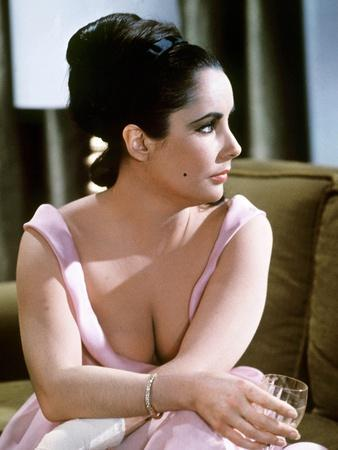 Hotel International THE V.I.P.S d'Anthony Asquith with Elizabeth Taylor, 1963 (photo)