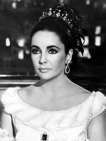 Hotel International THE V.I.P.S d'Anthony Asquith with Elizabeth Taylor, 1963 (b/w photo)