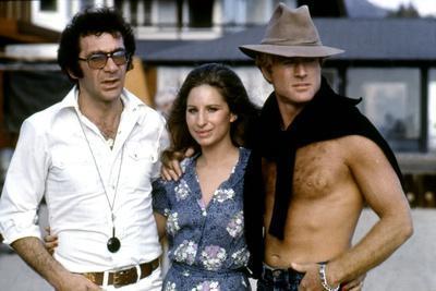 Le realisateur Sydney Pollack, Barbra Streisand and Robert Redford sur le tournage du film Nos plus