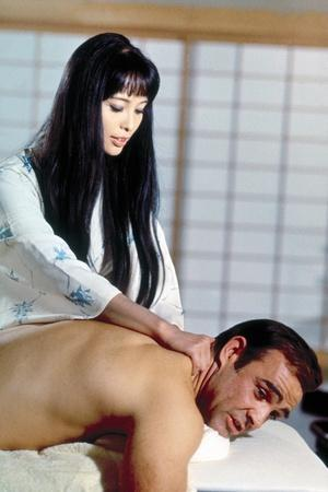 On ne vit que Deux Fois YOU ONLY LIVE TWICE by LewisGilbert with Akiko Wakabayashi and Sean Connery