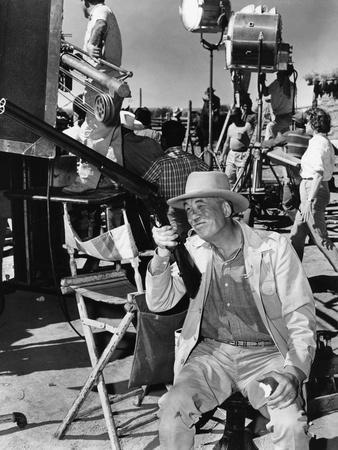 Le realisateur John Huston sur le tournage du film Le Vent by la Plaine THE UNFORGIVEN, 1960 (b/w p