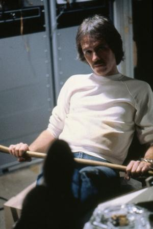 Le realisateur John Carpenter sur le tournage du film The Thing, 1982 (photo)