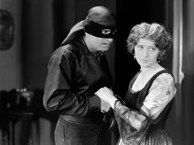 THE MARK OF ZORRO (Le signe by Zorro) by Fred Niblo with Douglas Fairbanks, Marguerite by la Motte,