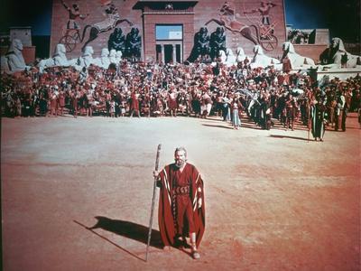 Les Dix Commandements THE TEN COMMANDMENTS by CecilBDeMille with Charlton Heston, 1956 (photo)