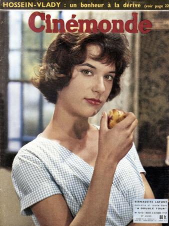 Bernadette Lafont faisant la Une du magazine Cinemonde du 6 octobre, 1959 (photo)