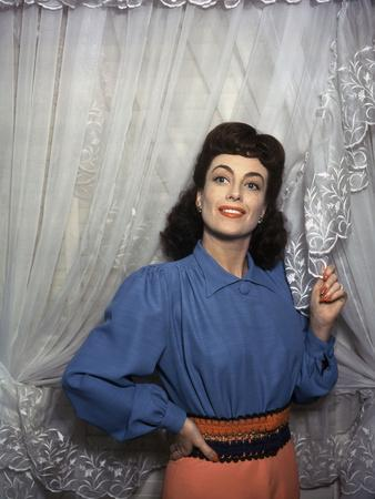 American actress Joan Crawford (1904 - 1977) in the 40s (photo)