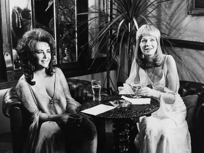 Une Belle Tigresse ZEE & CO by Brian Hutton with Elizabeth Taylor and Susannah York, 1972 (b/w phot