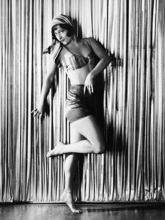 JOAN CRAWFORD, 1928- 1930 (b/w photo)