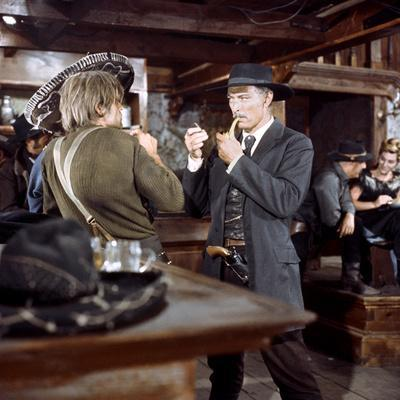 Pour quelques dollars by plus FOR A FEW DOLLARS MORE by Sergio Leone with Klaus Kinski, Lee Van Cle