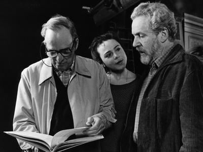 Le realisateur Ingmar Bergman, Nadja Palmstjerna-Weiss and Erland Josephson sur le tournage du tele