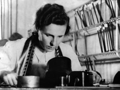 Leni Riefenstahl (b/w photo)