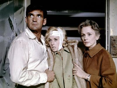 Les Oiseaux BIRDS d'AlfredHitchcock with Rod Taylor, Tippi Hedren, Jessica Tandy, 1963 (photo)