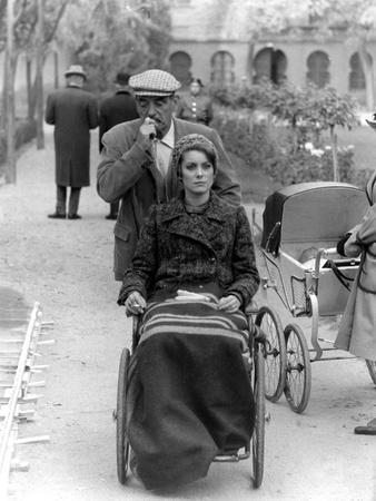 Le realisateur Luis Bunuel and Catherine Deneuve sur le tournage du film Tristina, 1970 On the set,