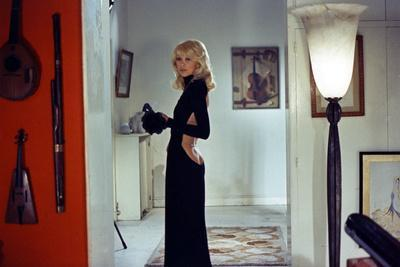 Le grand blond with une chaussure noire by Yves Robert with Mireille Darc ici dans une robe by Guy