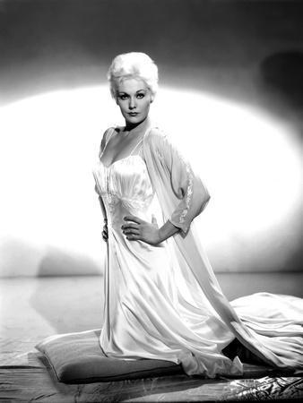 Kim Novak, 1957 (b/w photo)