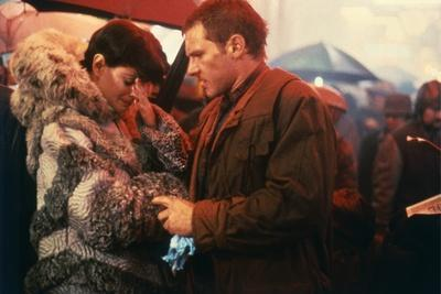 BLADE RUNNER, 1981 directed by RIDLEY SCOTT Sean Young / Harrison Ford (photo)